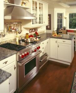 Red Accents Brighten this Kitchen