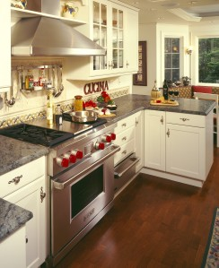 Red Accents Brighten this Kitchen